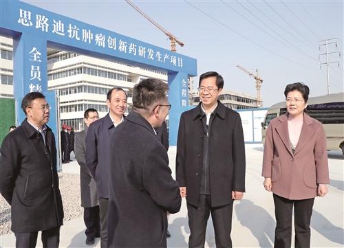 迅速掀起全市经济工作和项目建设的热潮