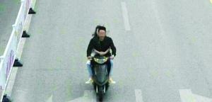 徐州男子骑无牌车踹倒交警就逃 现已被刑拘