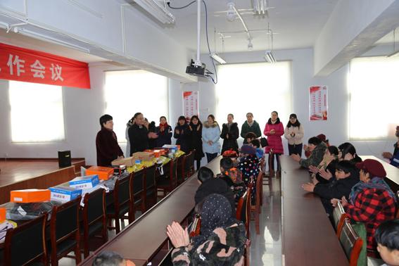 邳州市国土资源局党员妈妈春节慰问占城镇结对帮扶