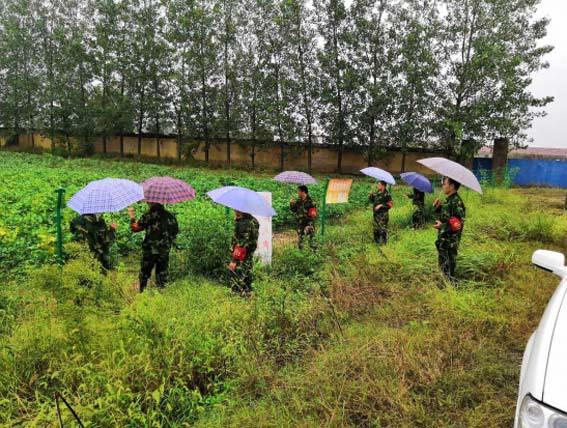 岔河国土资源所全员出动冒雨巡查防范地灾隐患