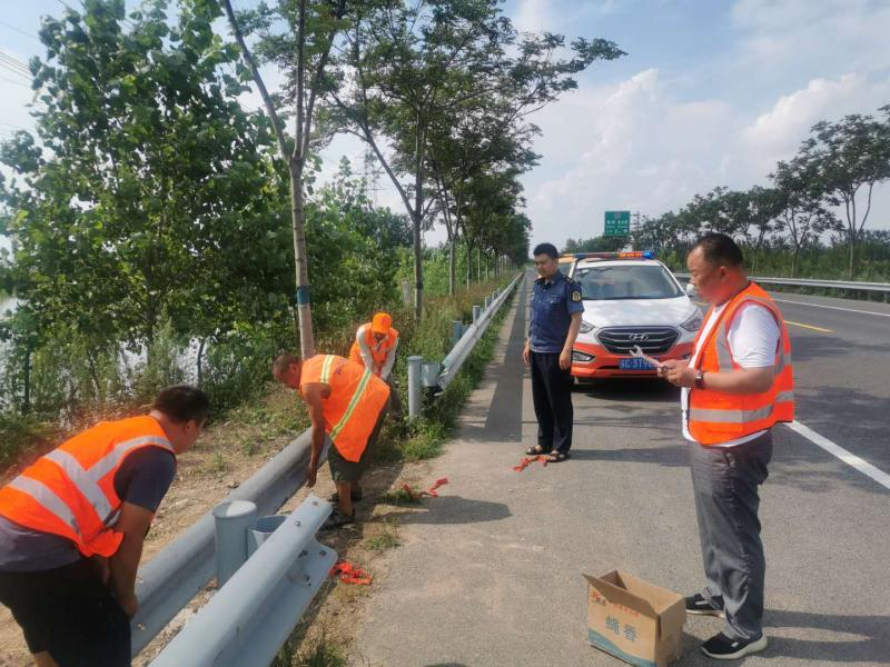 """邳州公路站整治完善安全防护设施  系紧公路""""安全"""