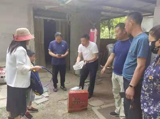 """邳州市自然资源和规划局东湖所""""六一""""前走访慰问"""