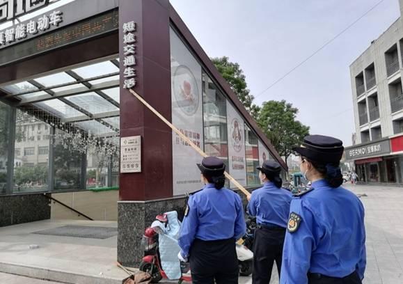 沛县城管局开展违规户外广告清理专项行动