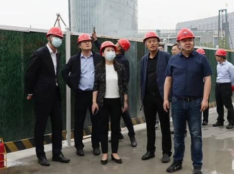 云龙区区长陈婕现场调研金融服务中心项目建设及招商工作