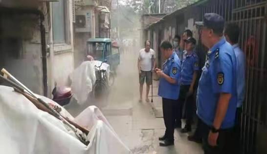 沛县城管局: 二中队及时处理一处居民火灾险情