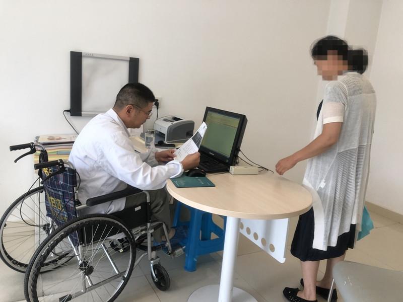 不忘初心,牢记使命:轮椅上的出诊专家马敬弟