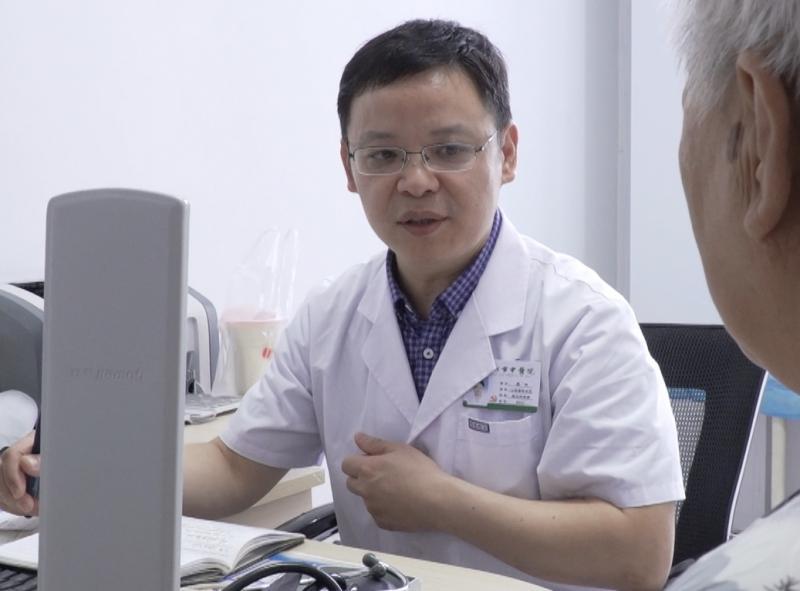 """【医师节特别报道】与病魔博弈 助患者重焕""""心""""机"""
