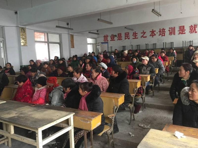 柳新镇社区教育中心开展新农民双提升培训