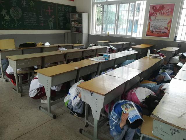 防震减灾,守护生命-----三堡中学防震减灾演练活动