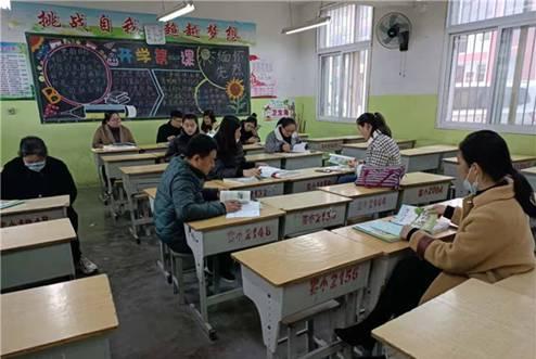 通研教材,助力课堂――大彭小学教师齐聚大彭实验