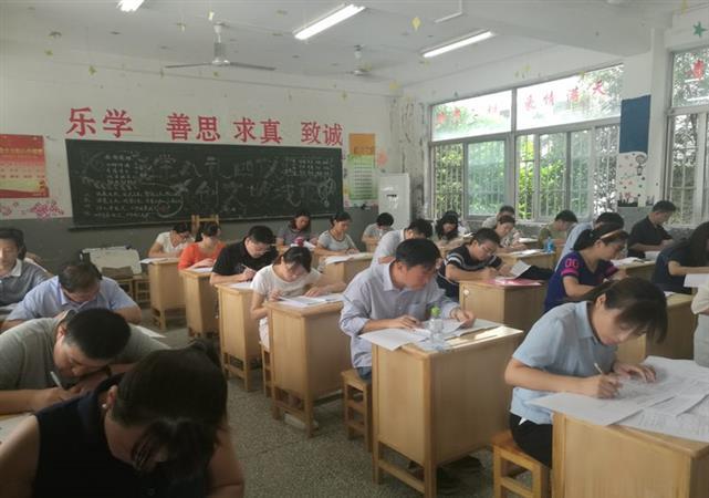 徐州市3.5万名教师参加业务能力考试
